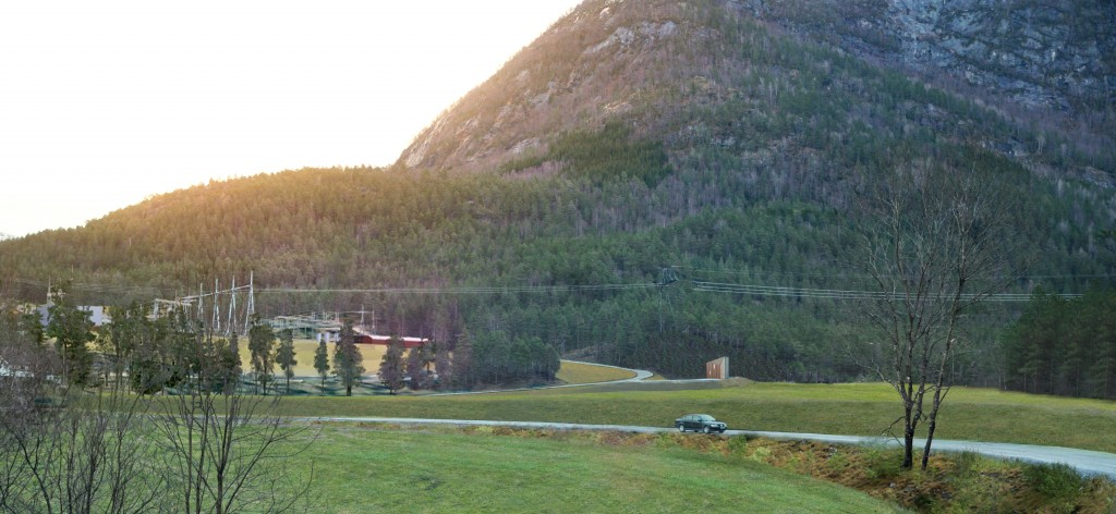 Portal til Jølstra Kraftverk ved Moskog.